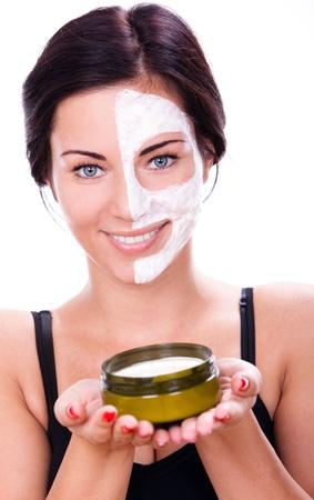 rejuvenating: Bella donna con maschera facciale su sfondo bianco