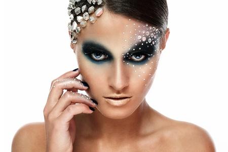 maquillaje de fantasia: Retrato de mujer con maquillaje artístico aislado sobre fondo blanco Foto de archivo