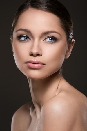 Nette Frau mit schönem Gesicht