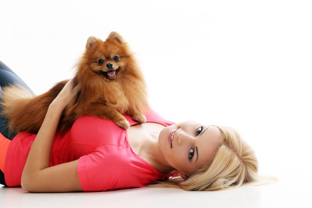 jolie fille: Belle, jeune fille blonde et un chien