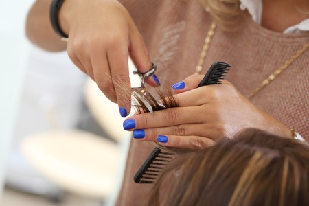 peluqueria: Sal�n de peluquer�a Mujer durante corte de pelo