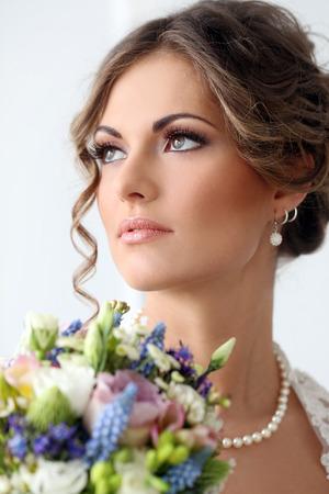Hochzeit Schöne Braut mit Blumenstrauß