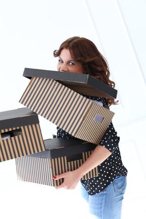 clumsy: Mujer torpe con las cajas Foto de archivo