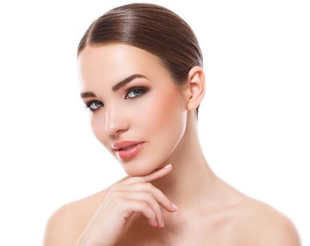 美容、スパ。美しい顔を持つ魅力的な女性