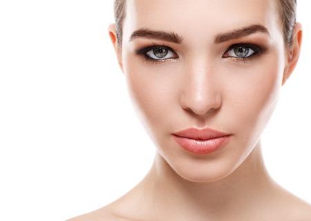 piel humana: Belleza, spa. Mujer atractiva con la cara hermosa