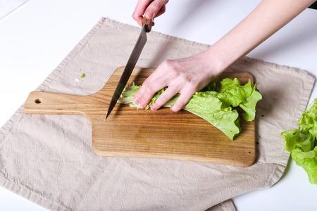 food woman: Cuisine, nourriture. Femme cuisson dans la cuisine