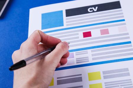 Job, Interview. CV auf dem Tisch