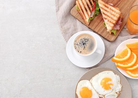 prima colazione: Deliziosa prima colazione sul tavolo Archivio Fotografico