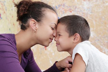 Familie. Mooie moeder en haar schattige zoon