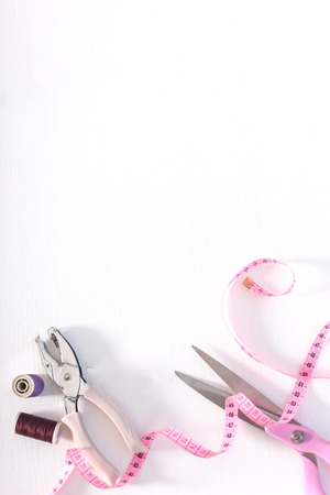 kit de costura: Sewing tools on the table