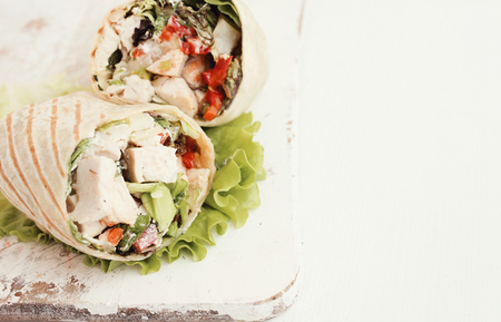 chicken sandwich: Healthy food. Delicious chicken wrap with vegetables
