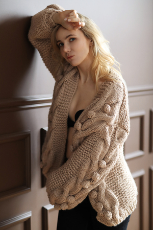 Woman in a sweater Imagens