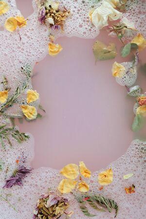 Bath with flower petals Banco de Imagens - 129274575