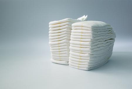 어린이 방에 더미에 쌓인 기저귀