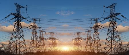 Alta tensione elettrica di trasmissione di energia Torre Pilone Archivio Fotografico - 67065428