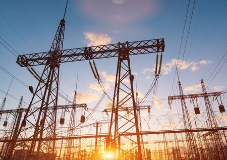 distribution electric substation with power lines and transformers, at sunset 版權商用圖片 - 147920530
