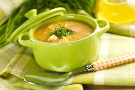 italienisches essen: Erbsensuppe