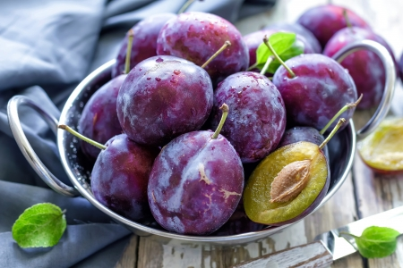 purple leaf plum: Plums