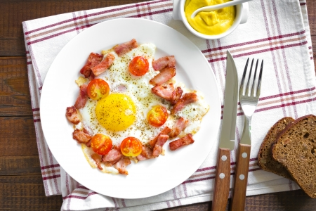 huevos revueltos: Huevos fritos con tocino