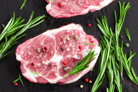 roast lamb: Raw meat