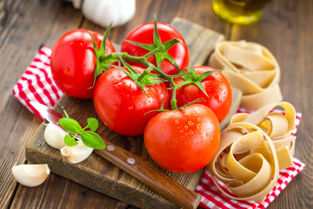 slicing: Tomatoes and pasta