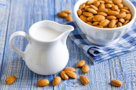 アーモンド ミルク