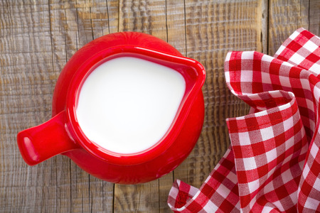 tomando leche: Leche