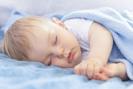 Bebé que duerme Foto de archivo - 40867042