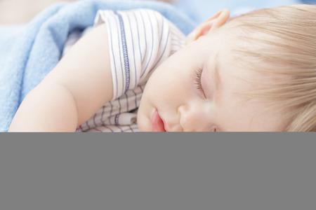 ni�o durmiendo: Beb� que duerme
