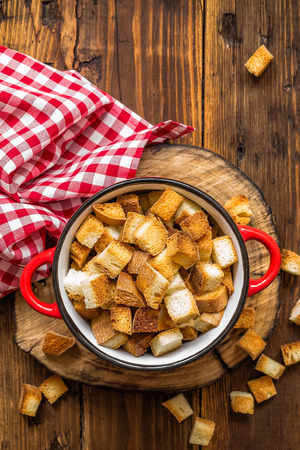 croutons: croutons
