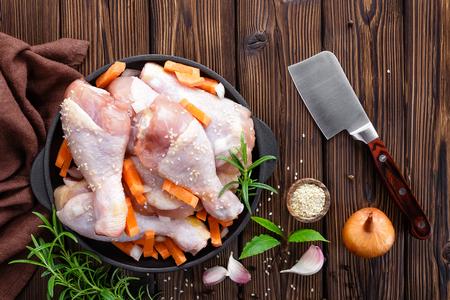 carne de pollo: piernas de pollo Foto de archivo