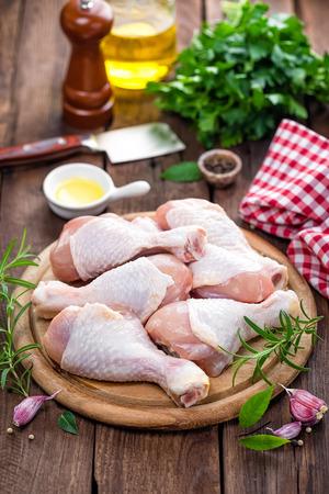 raw chicken: raw chicken legs