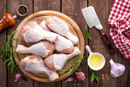 carne de pollo: patas de pollo crudo