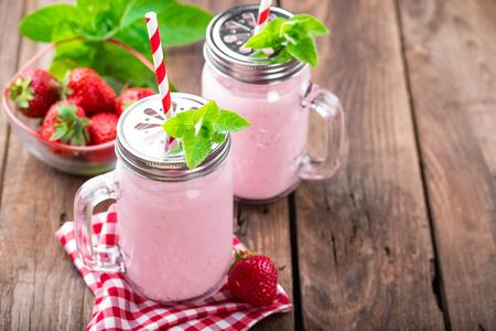 latte fresco: strawberry smoothie