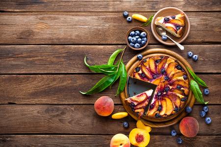桃のケーキ 写真素材
