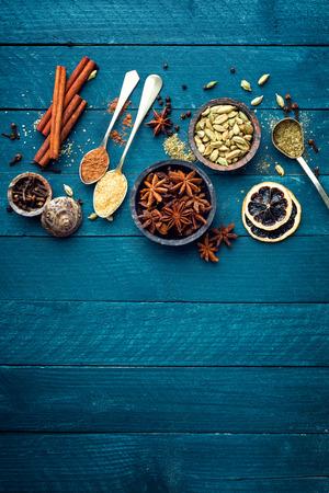 kulinarne: Kulinarny tła z różnych przypraw do grzanego wina Boże Narodzenie