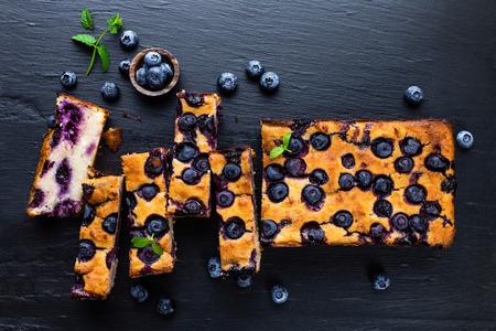 rebanada de pastel: pastel de arándanos