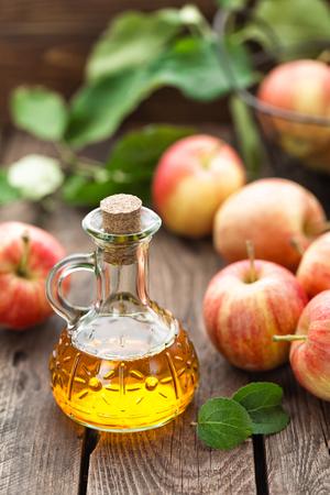 Vinaigre de cidre de pomme Banque d'images - 65190136