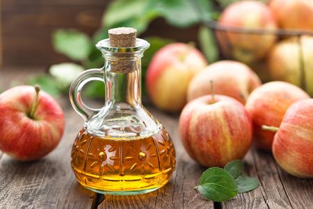 Vinaigre de cidre de pomme Banque d'images - 65190142