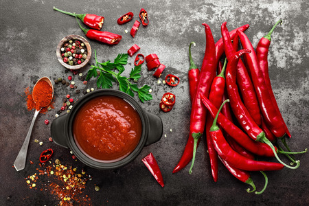 spicy chili sauce, ketchup Stockfoto