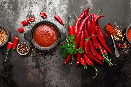 spicy chili sauce, ketchup Stockfoto