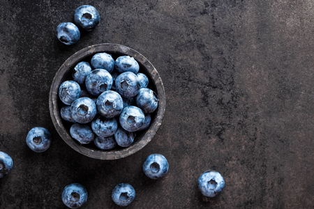 Fresh blueberry on black background, top view Zdjęcie Seryjne - 81275139