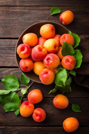 Aprikosen Standard-Bild