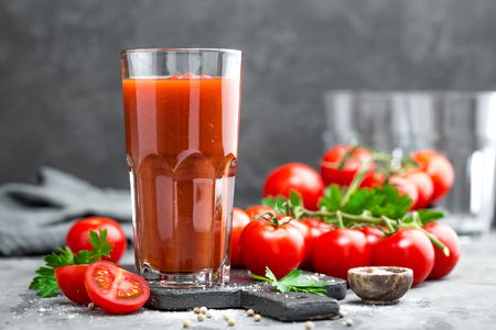 Tomato juice and fresh tomatoes Reklamní fotografie
