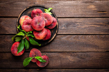 Peach, Saturnus of donut perziken met bladeren