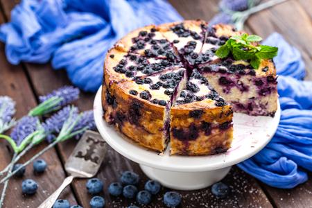 ブルーベリーのチーズケーキ 写真素材 - 82485025