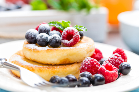 Cottage cheese pancakes, syrniki, curd fritters with berries Stok Fotoğraf