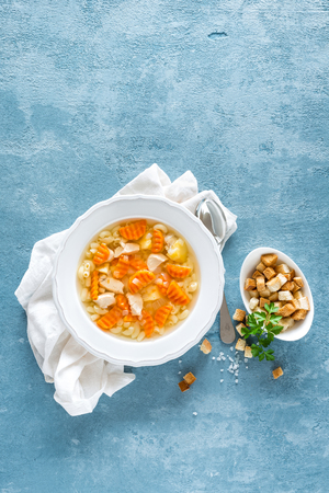 Chicken soup, boullion with meat, pasta and vegetables Stockfoto