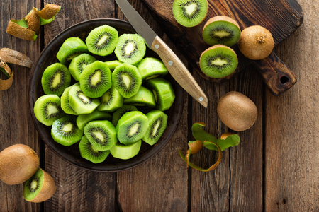 Kiwi fruit on wooden rustic table, ingredient for detox smoothie Banco de Imagens