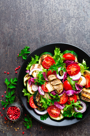 Salad with fresh and grilled vegetables and mushrooms. Vegetable salad with grilled champignons. Vegetable salad on plate. Healthy vegetarian food Standard-Bild - 106847068